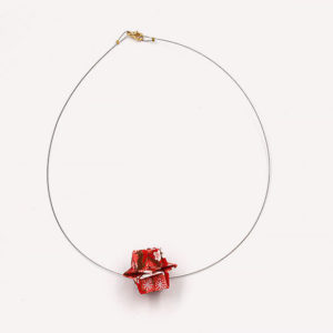 17-Colliers-Red-flowers-cable-or
