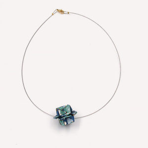 24-Colliers-Blue-flowers-cable-or