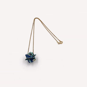 24-Colliers-Blue-flowers-chaine-or